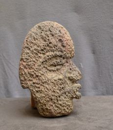 Pre Colombian basalt stone Hacha in the form of a head - 23.4 cm