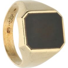 14 kt Yellow gold signet ring by the Constant brand, set with black onyx – Ring size: 20.25 mm
