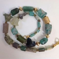 Necklace in Roman glass, approx. 47 cm – Finish in gold plated copper
