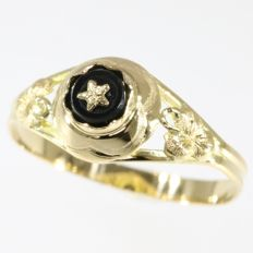 Vintage onyx gold ring without reserve price