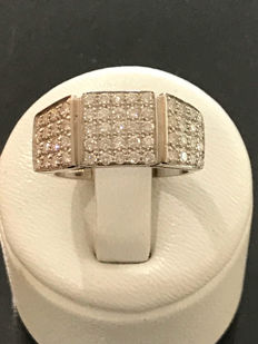 Ring in gold with Top Wesselton diamonds weighing 1.00 ct – size 51/16.60 mm.