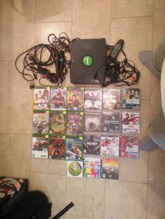 First edition xbox with all cables - 10 xbox games - 11 PS3 games + Singstar microphones en ps3 cables