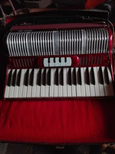 Stradella accordion from the 40s/50s - not working - only valuable as furnishing