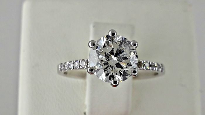 IGL 1.60 Ct round diamond ring made of 14 kt white gold - size 6