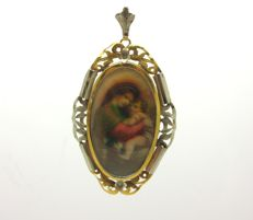 1930s/40s era pendant in 18 kt yellow and white gold, with a hand painted miniature depicting the Madonna and child.