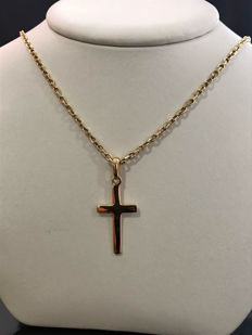 18 kt Chain with cross pendant in gold. 48 cm