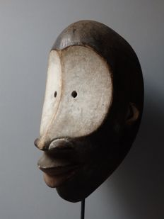African mask in wood - LULUA - Kasai