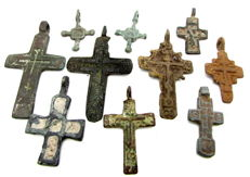 Very Fine Selection of 10 Medieval / Post Medieval Cross pendants - 22-45mm (10)