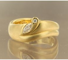 18k yellow gold ring set with two diamonds, ring size 17.25 (54) ****NO RESERVE PRICE****