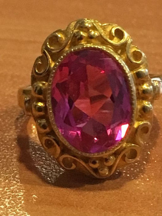 20 kt gold ring with pink sapphire, size 16