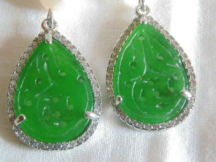 Earrings with inlaid jade in the shape of a heart, baroque pearls and 925/1000 silver