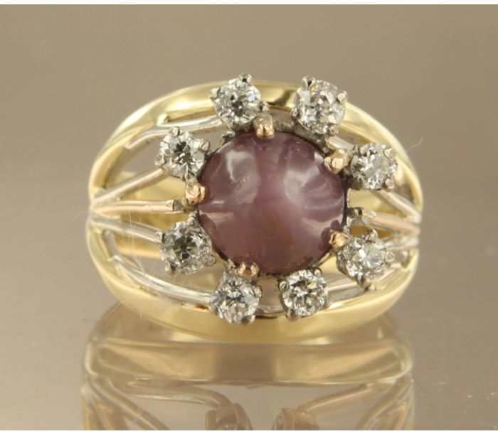 14k bicolour gold entourage ring set in the centre with a star amethyst and eight Bolshevik cut diamonds, ring size 16.5 (52)