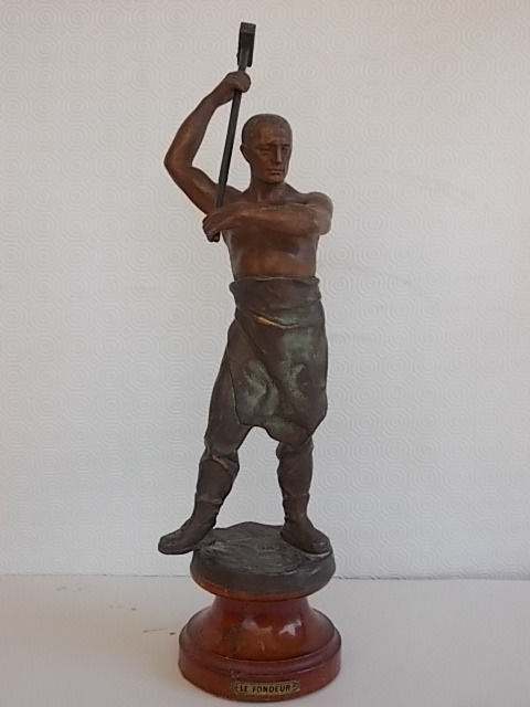 """Le Fondeur"" - bronze statue with wooden base - lost wax casting technique - France, 20th century"