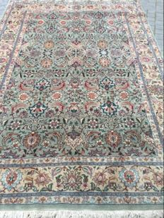 Beautiful large vintage Persian Tabriz handmade rug 200 x 285 cm.