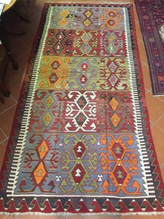 Flat weave Kilim rug with visible weft with slits; Origin Fethiye (south west Anatolia); Size:  164 x 340 cm;