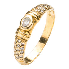 18 kt Gold ring oval diamond 0.15 ct and 26 diamonds of 0.30 ct – 20 mm