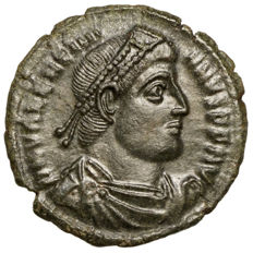 Roman Empire – Valentinian I (364-375) AE, Siscia, Emperor with prisoners, CHRISTOGRAM