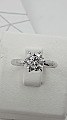 1.51 ct round-cut diamond ring 14 kt white gold - size 8