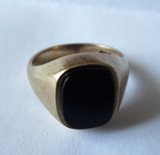 Vintage Man's 9ct Gold and Onyx Ring
