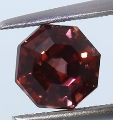 Zircon - Pink - 2.86 ct. - no reserve price
