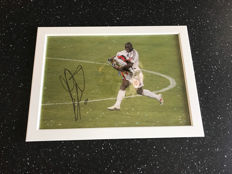 Clarence Seedorf framed and personally signed photo + photo of the signing time + certificate of authenticity