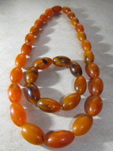 Baltic Amber set of a necklace and bracelet from Lithuania, 87 grams