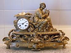 Heavy gold-coloured romantic zinc alloy mantel clock - France, 2nd period of 1800