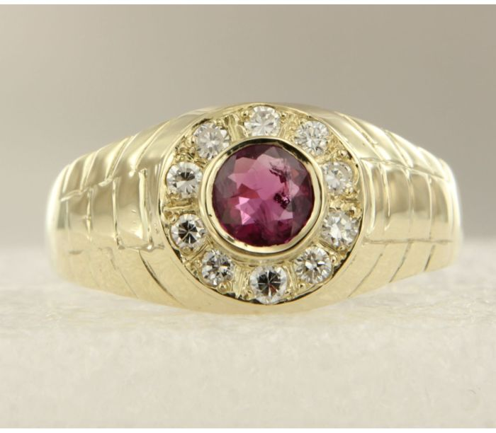 14k yellow gold ring set in the centre with a tourmaline and diamonds, 0.30 ct - Ring size 22.25 (70)
