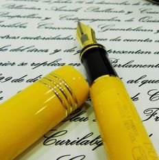 Fountain pen Yellow Mandarin by Parker. Numbered and limited series.