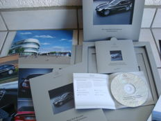 2 items Press-information Mercedes-Benz SLR
