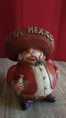 "Very strange and picturesque ""Viva Mexico"" cash box, made and painted by hand - from the 80´s. Mexico."