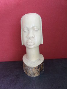 Large ivory head of a woman - D.R. Congo