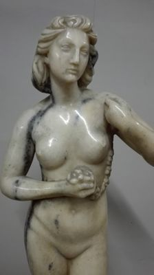 Candoglia marble sculpture of a Venus - Italy-early 20th century