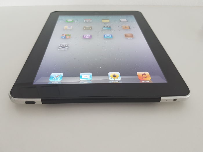 apple ipad 1e generation 64gb wifi and 3g and a apple. Black Bedroom Furniture Sets. Home Design Ideas