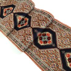 "Senneh – 311 x 60 cm. – ""Persian rose runner – Clean carpet in beautiful top condition"" – With certificate."