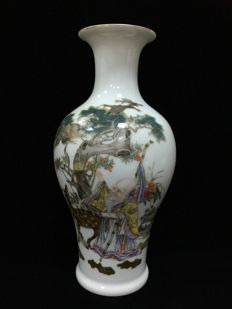 Painted characters vase - China - late 20th/21st century