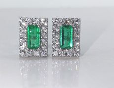 Earrings in gold, set with 2 intense green Colombian emeralds, 1.00 ct in total & 32 brilliant cut diamonds, 0.50 ct in total