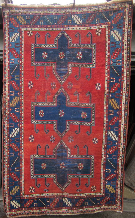 ANTIQUE CAUCASIAN CARPET