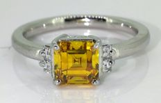 18 kt gold Ring with an intense deep yellow orange diamond 0.85ct – and 0.14 ct white diamonds – size 55
