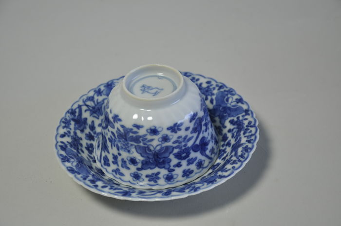 Kangxi cup and saucer - China  - ca. 1720  ( Kangxi period )