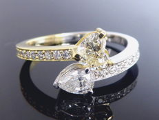 Bi-colour gold, exclusive ring with heart- and pear-shaped diamond and with 22 cut diamonds, 0.85 ct in total – Size 55 / 17.28 mm