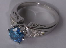 14 kt white gold ring with 1.52 ct central fancy vivid blue diamond - 0.15 ct white diamonds - size 7