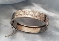 Victorian silver bangle -  Hallmarked A.H. & Co Birmingham 1883