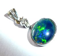 Opal pendant made of 14 kt / 585 white gold with colourful black opal + 1 diamond