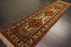 Antique Persian carpet, Sarab, 70 x 265 cm, natural dyes, made in India