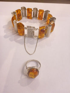 925 Silver ring and bracelet with amber – size 17.5 – 17 cm – 43.6 grams