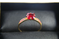 14 kt  Gold ring with ruby. - Ring size: 18.5 mm. (6 US)- ***No reserve***.