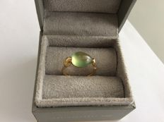 18kt yellow gold snake ring - phrenite - size 58 (18) ***No reserve***