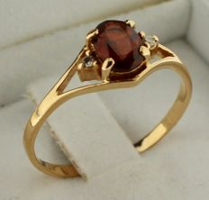 14K Gold ring inlaid with garnet and diamond - Ring size: 18.75.