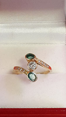 18 kt gold ring with diamonds and emeralds.